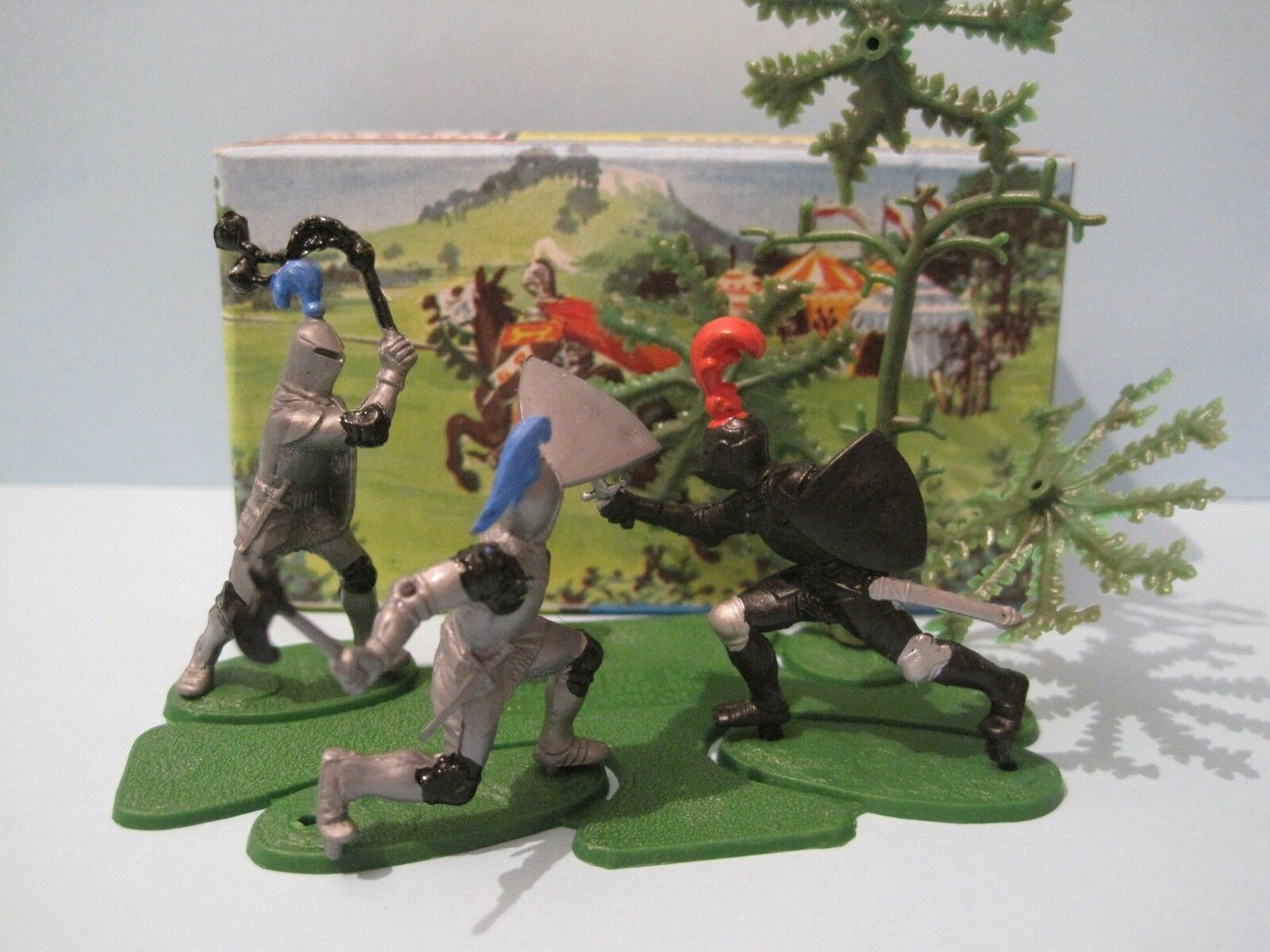 BRITAINS Plastic Toy Soldiers  KNIGHTS IN AMBUSH MINI SET