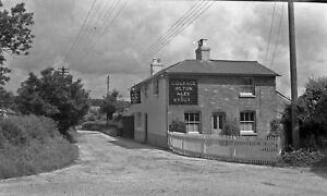 B-W-Negative-Farringdon-Hampshire-The-Rose-amp-Crown-1948-Copyright-DB709