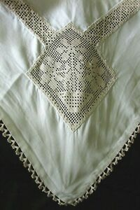 Prettiest-Antique-French-Hand-Made-Lace-Insert-Linen-Tablecloth-c1920s