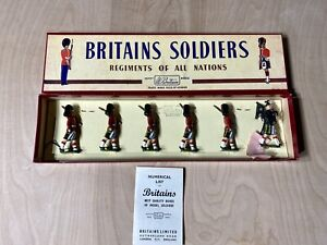 Britains-Lead-Toy-Soldiers-The-Gordon-Highlanders-With-Piper-77-Pre-Owned