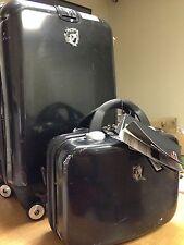 """Heys 22"""" Spinner and Beauty Case Hardside Luggage Set F11209 BLACK USED"""