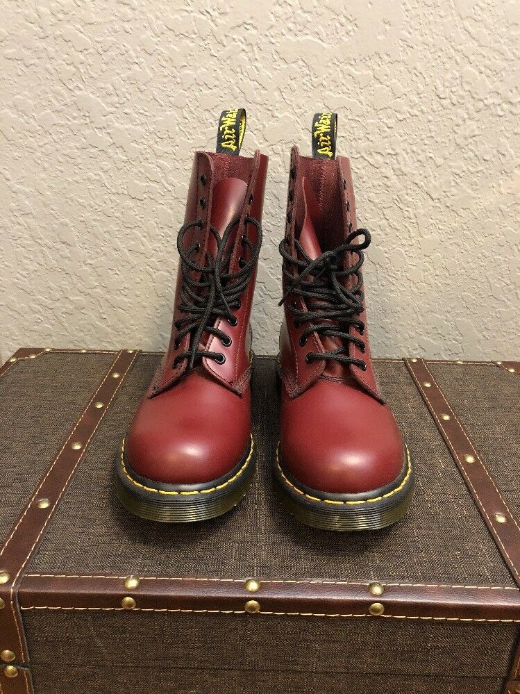 Donna Dr. Martens Rosso Smooth 1490 US Size 8