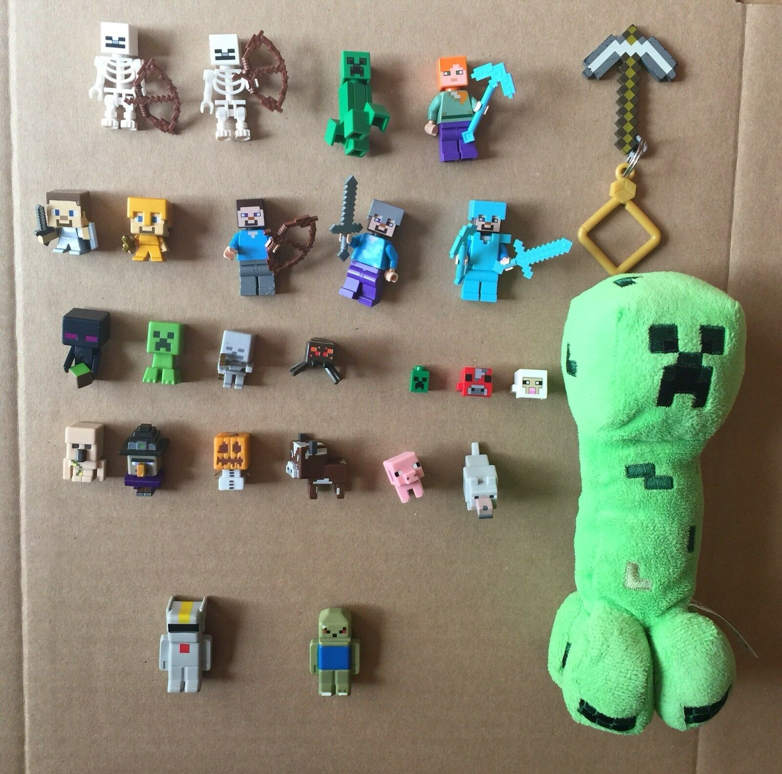 Minecraft and Terreria Figurines and Plush Creeper