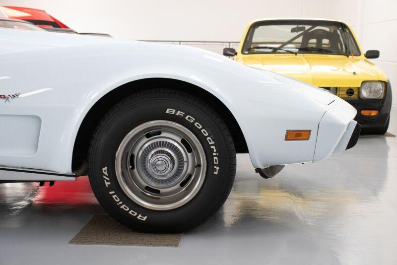 Chevrolet Corvette V8 Stingray - 12