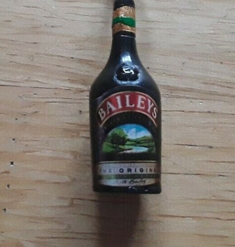 Gift Bottle of Baileys Keyring  BN