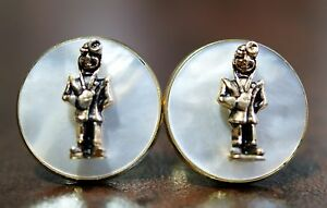 Vintage-Unique-Gold-Tone-Round-Mother-of-Pearl-Figural-Cufflinks-Doctor-Aviator