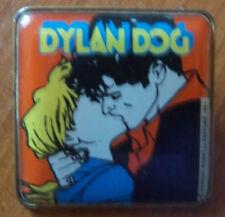 Spilla Gadget Dylan Dog (bacio) Auguri Mondadori 1991