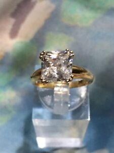 Solid-9-Carat-Gold-3-Carat-Princess-Cut-CZ-Ring