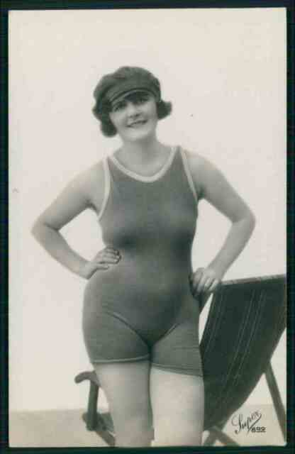 Bathing beauty swimsuit erotic sexy original c1910-1920s photo postcard md11