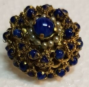 Spilla-dorata-con-pietre-blu-e-perline-bianche-cm-2-7-Vintage