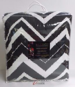NEW-Chevron-King-Comforter-King-Sham-Set-MudHut-Bedding-M60600KCS-2-pillow-cases