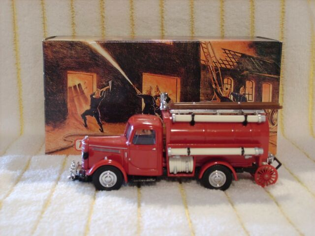 "Matchbox 1/43 YFE04 ""1939 Bedford Water Tanker ""Red/White/Silver"" in It's box."