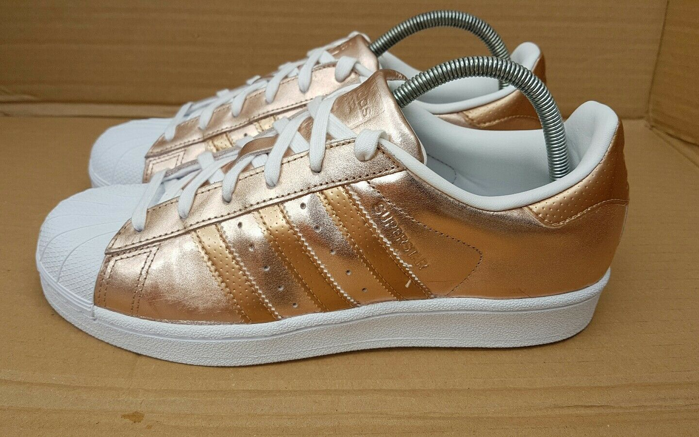 GORGEOUS ADIDAS SUPERSTAR Blanc / ROSE Doré TRAINERS Taille 4.5RARE WORN ONCE