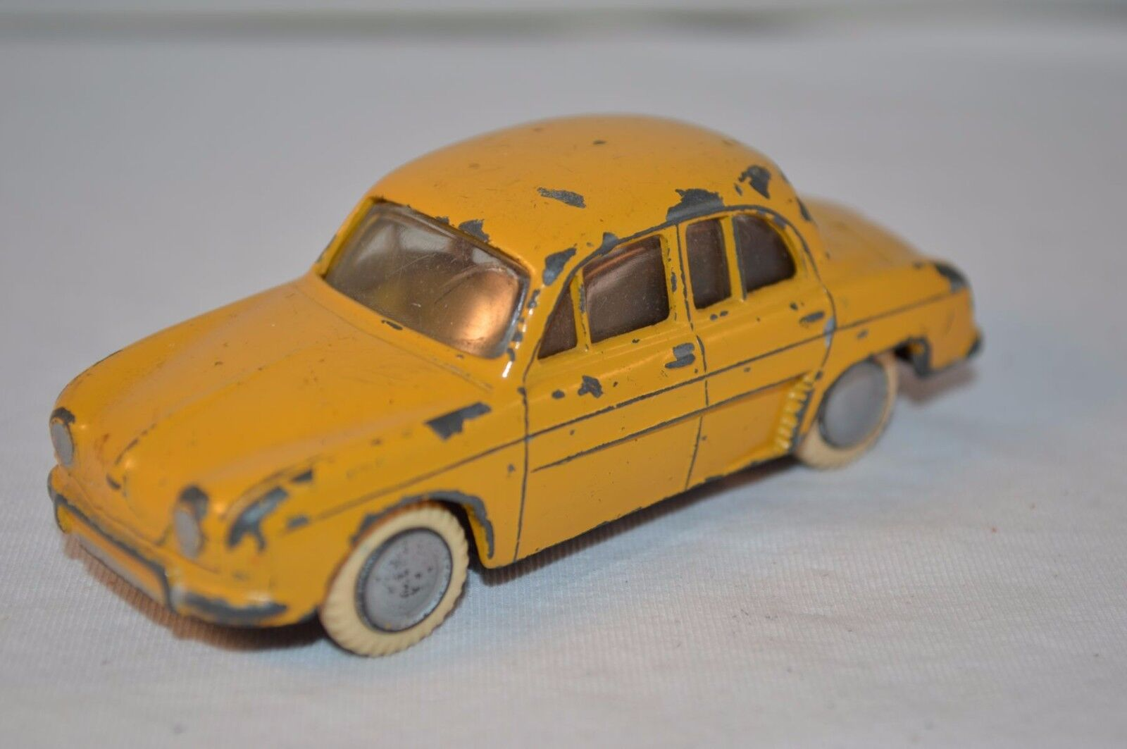 Lion Car Renault Dauphine giallo in excellent original condition made in Holland