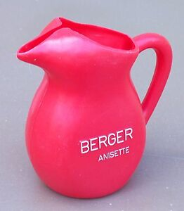 Pichet-BERGER-ANISETTE-vintage-ancien-plastique-rouge-pub-bar-bistrot-pitcher