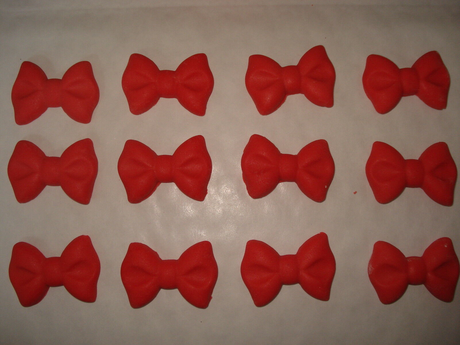 20   BOW CAKE TOPPERS EDIBLE