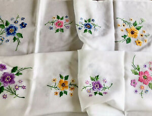 Vintage-Hand-Embroidered-White-Rayon-FLOWERS-Tablecloth-40X42-Inches