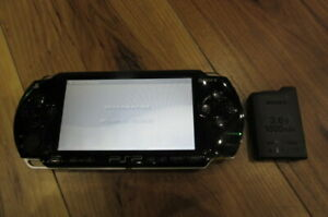 Sony-PSP-1000-Console-Piano-Black-w-battery-pack-Japan-m548