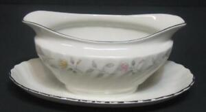 Syracuse-Brae-Loch-Gravy-Sauce-Boat-w-attached-underplate-Silhouette-fine-china