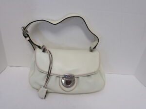 2a680a8380cf Image is loading MARC-JACOBS-IVORY-LEATHER-FRONT-PUSH-LOCK-SHOULDER-