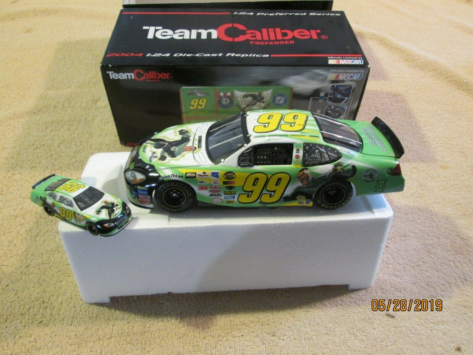 Jeff Burton  99 vert Lantern 2004 Team Caliber préféré 1 24 & 1 64 Scale