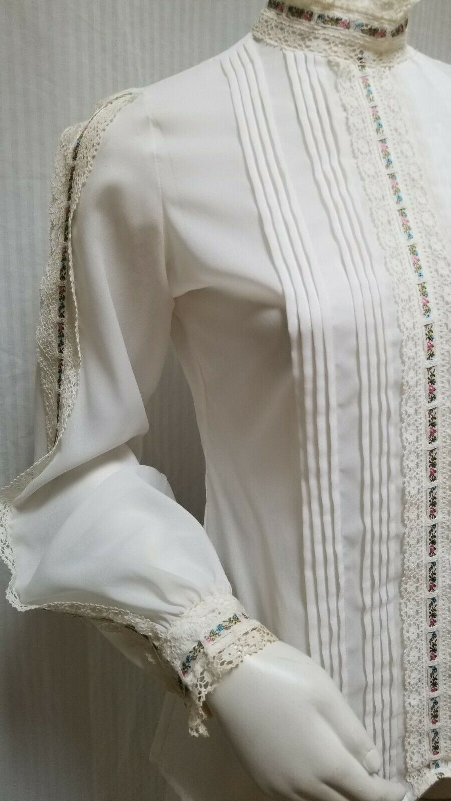 Vintage LORD & TAYLOR Ivory Crochet Lace Pleated … - image 4