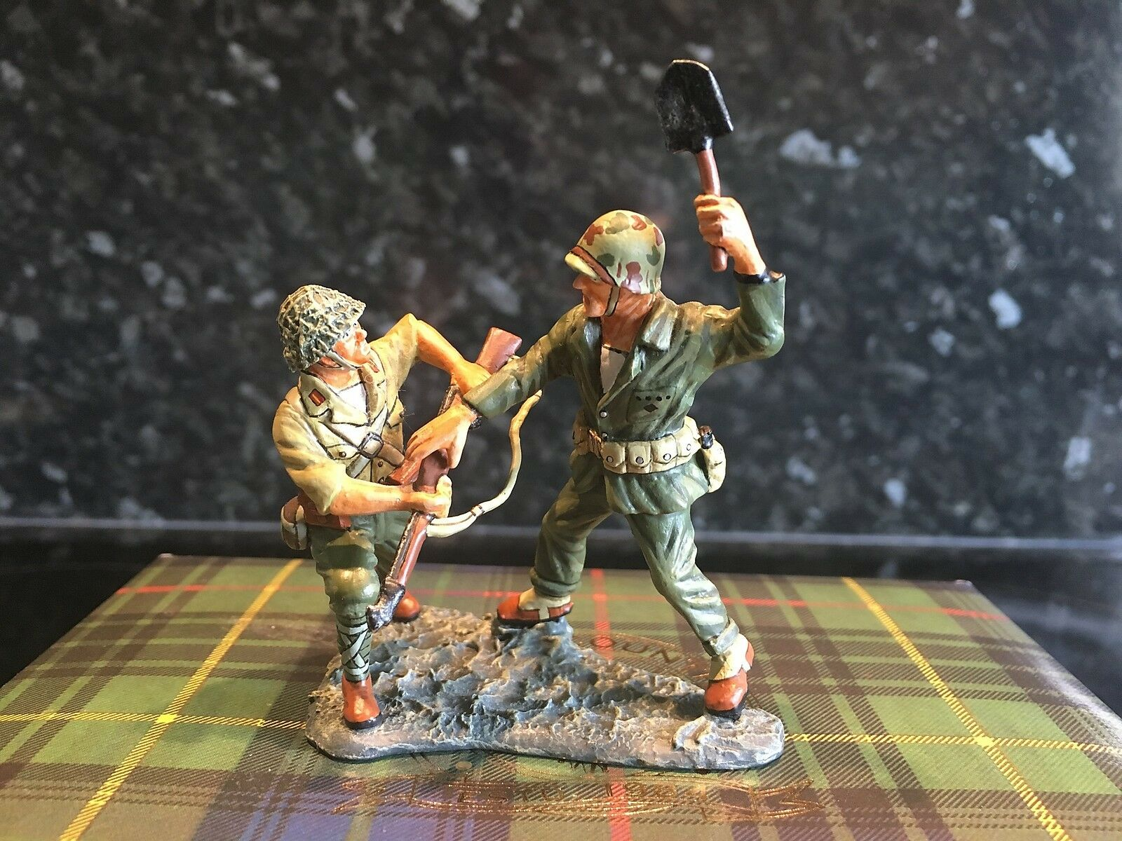 KING AND COUNTRY IWJ17 - SANDS OF OF IWO JIMA - CLOSE QUARTERS - BOXED