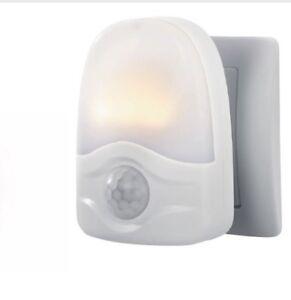 Dettagli su NUOVO LIVARNO LUX LED Luce notturna con sensore di movimento bianco. mostra il titolo originale