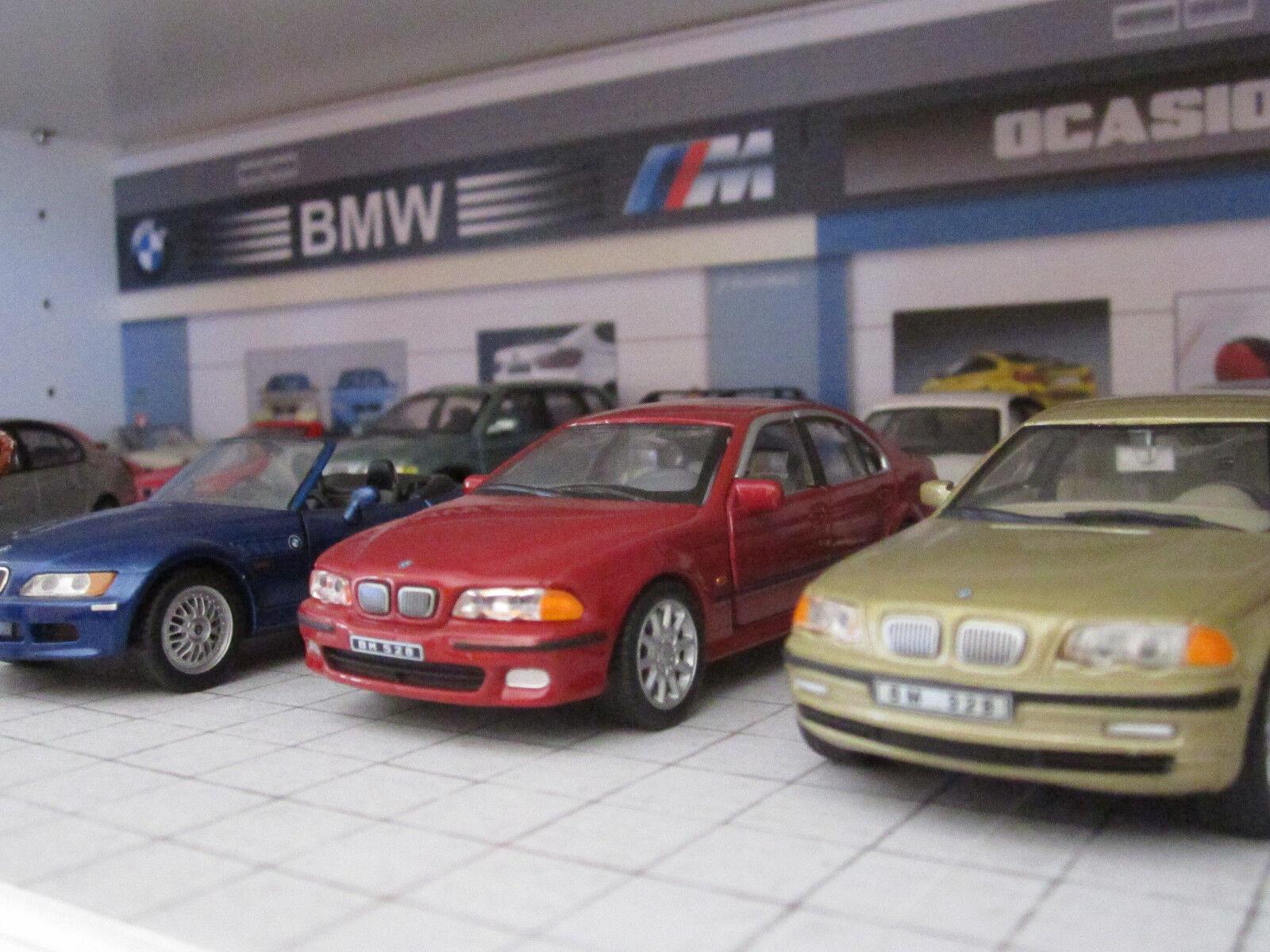 DIORAMA   SALON AUDI-BMW  (Especial vitrinas, válido Billy de Ikea).