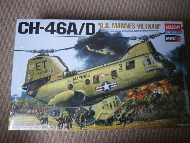 Academy 12210  CH-46 A D   US Marines Vietnam    1 48 Scale.
