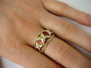 ! CHARMING 18K YELLOW GOLD AND RED ENAMEL VINTAGE LADIES RING, 7.4 GR, SIZE 7.5.