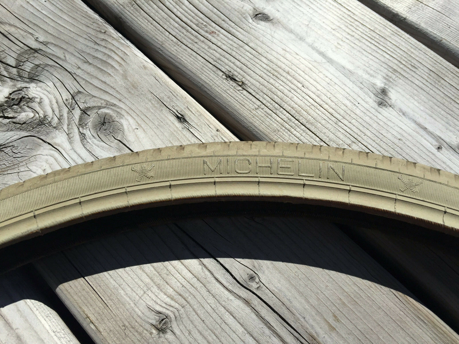 VINTAGE BIKE MICHELIN 22 X 1-3 8 UNIVERSAL TIRE MADE IN ENGLAND 37-501 NOS NEW