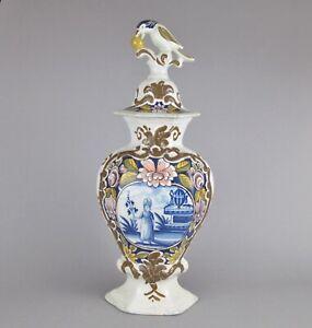 Vase-couvert-faience-de-Delft-polychrome-decor-jeune-femme-dans-un-jardin-18eme