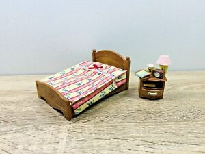 Sylvanian-Families-Vintage-Dark-Brown-Bedroom-Bed-Bedside-Table-Set