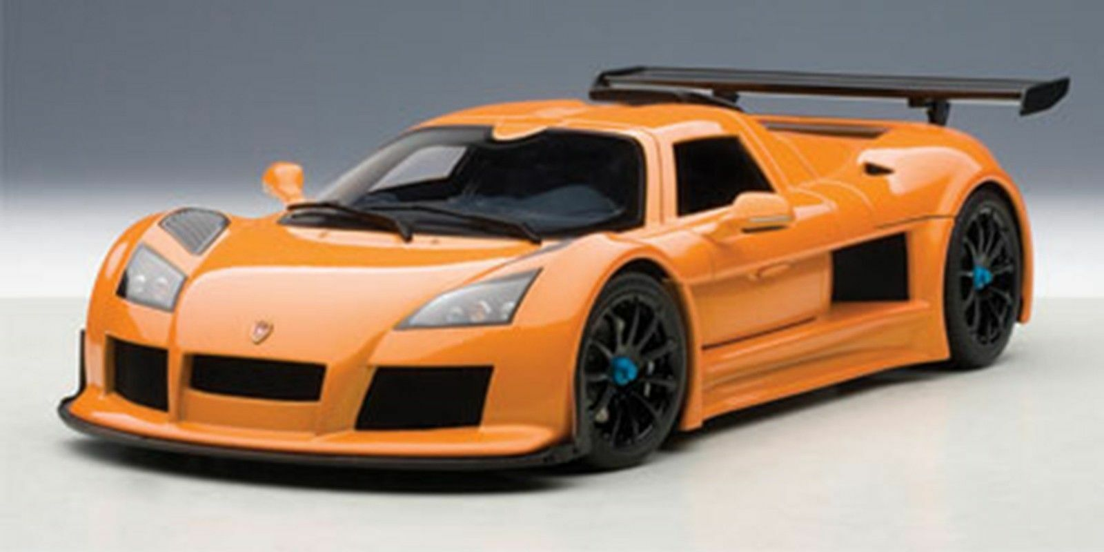 AUTOART Gumpert Apollo S métallisé Orange 1 18  Nouvelle Version