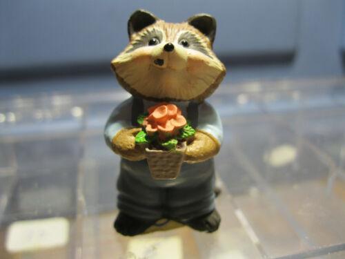 1995 HALLMARK Everyday Merry Miniature RACCOON WITH FLOWERS