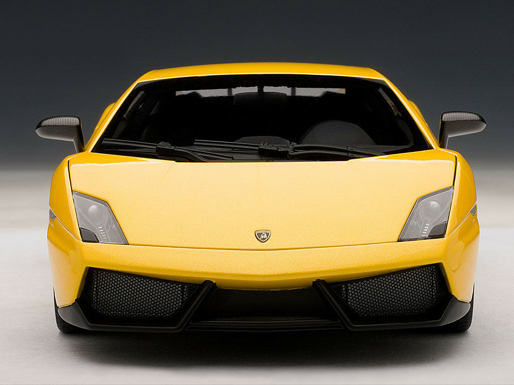 1 18 AutoArt - Lamborghini Gallardo LP570-4 Superleggera - yellow Midas