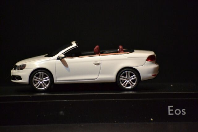 1:43 Kyosho VW Eos 2011 brownmetallic