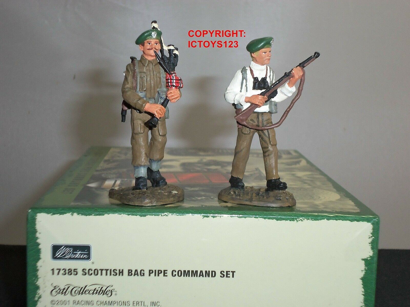 BRITAINS 17385 SCOTTISH BAG PIPE PIPERS WORLD WAR TWO TOY SOLDIER COMMAND SET