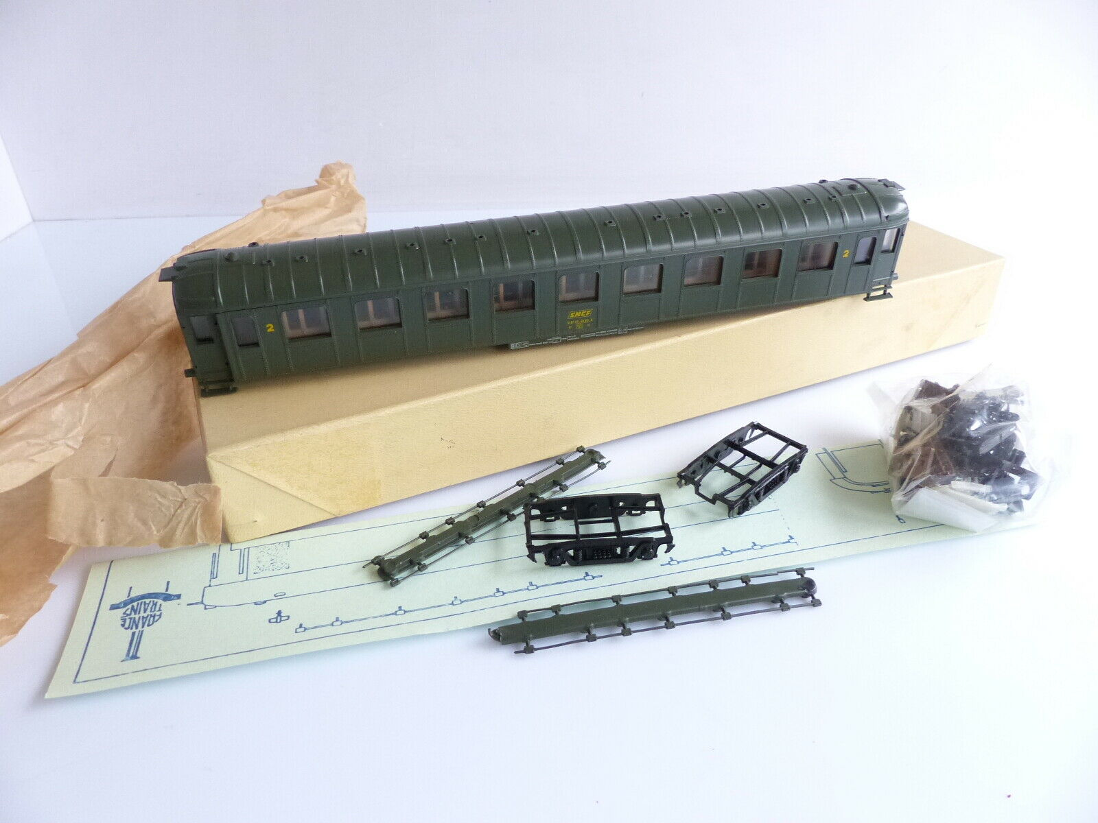 FRANCE i treni 532   272 VOITURE VOITURE VOITURE VOYAGEURS OCEM 2E classeE A MONTER 0c9c69
