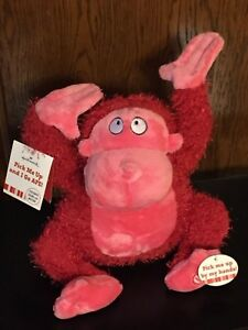 HALLMARK-SINGING-DANCING-APE-MUSICAL-PLUSH-RED-YOU-MAKE-ME-WANT-TO-SHOUT-D7