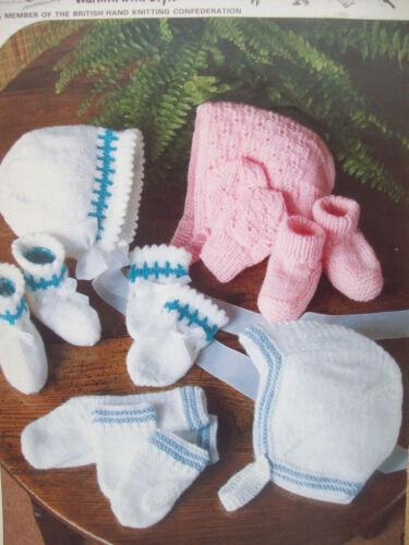 Baby girls boys HAT HELMET BONNET KNITTING PATTERN DK 6-12 mths mittens  463
