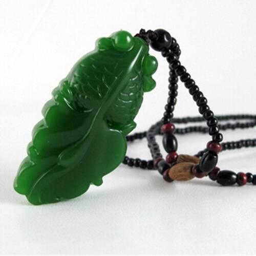 Chinese Exquisite Naturelle Jadéite Goldfish Hand-Carved Jadeite Jade Pendentif E
