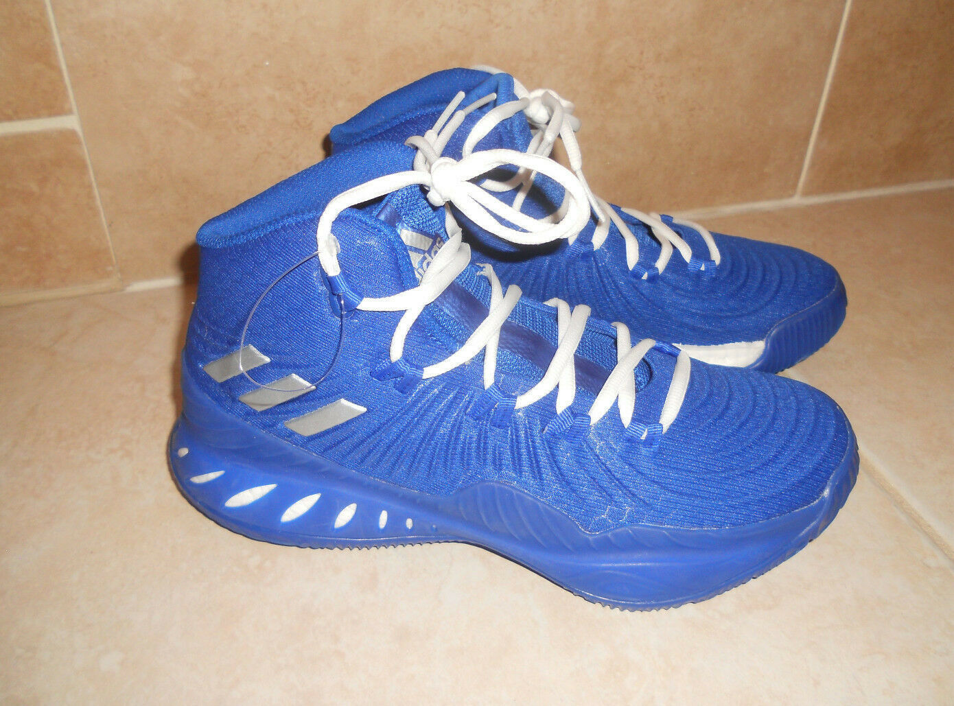 NWOB Adidas Basketball Sneakers Size Mens 6 1 2