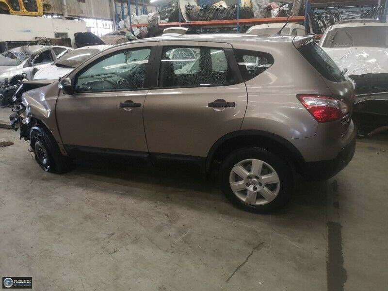 Nissan Qashqai 1.6 Petrol 2010 Stripping for spares and parts!!