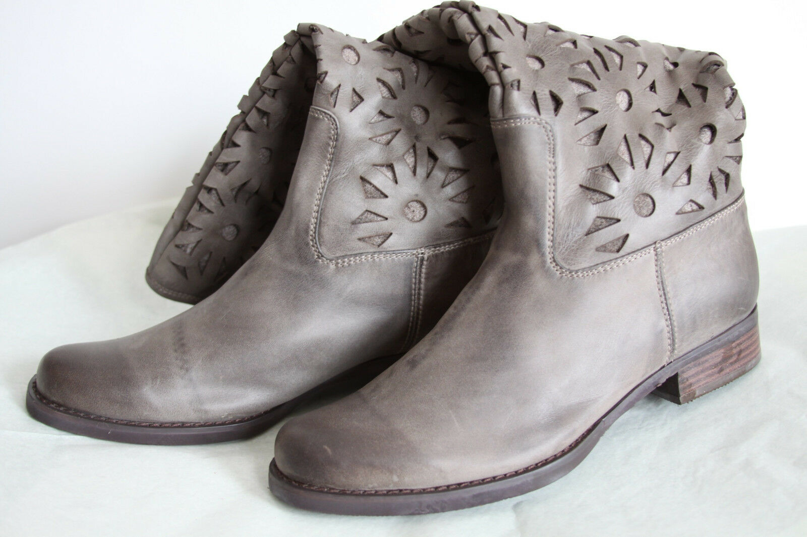 Anthropologie Peek-A-Boo Petals Boots Shoes Comfort Work Casual By Antelope, 42