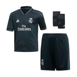 Real-Madrid-Trikot-Hose-Stutzen-Groesse-140-Beflockung-Kroos-Hazard-Sergio-Ramos