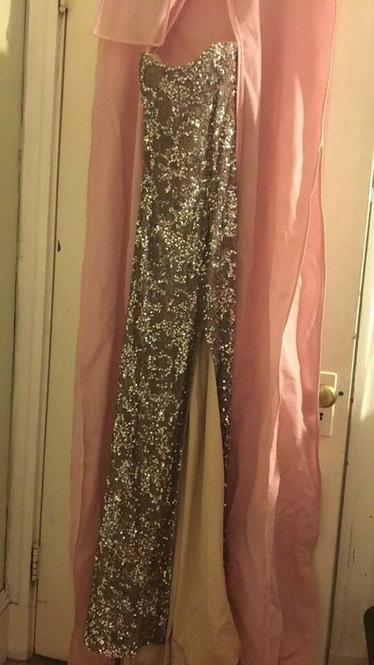 gold Gown Gown Gown size 8 with sequins 49c8bd