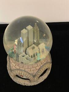 Rare-Macy-039-s-New-York-City-Twin-Towers-Skyline-Musical-SnowGlobe-Plays-NY-NY-Tune