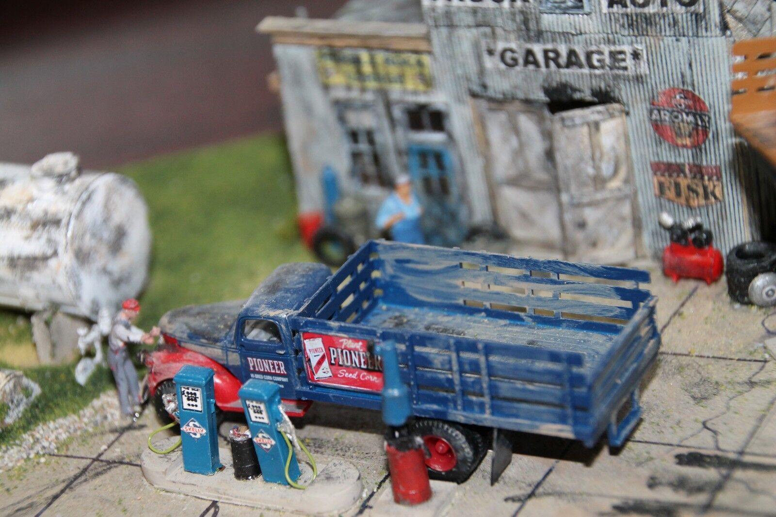 SKELLY HO Scale Master Creations Gas Station Built Diorama